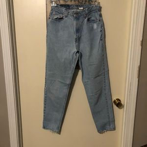 Vintage Levi's 521 distressed tapered fit and leg